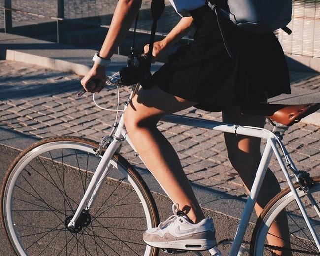 Đạp xe thường xuyên, giúp chân thon gọn hơn