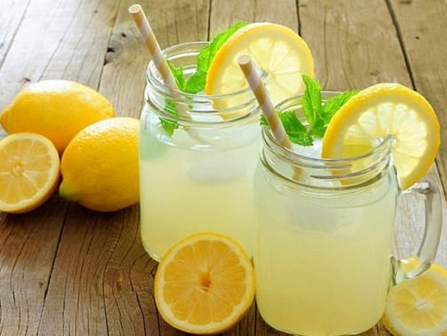 Uống nước chanh muối để giảm béo mỡ đùi hiệu quả