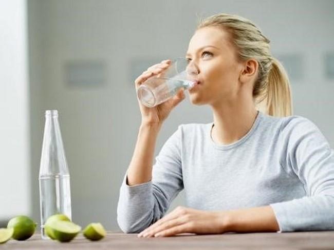 Bổ sung nước cho cơ thể thường xuyên