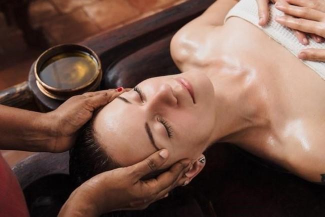 massage mặt thon gọn tại nhà