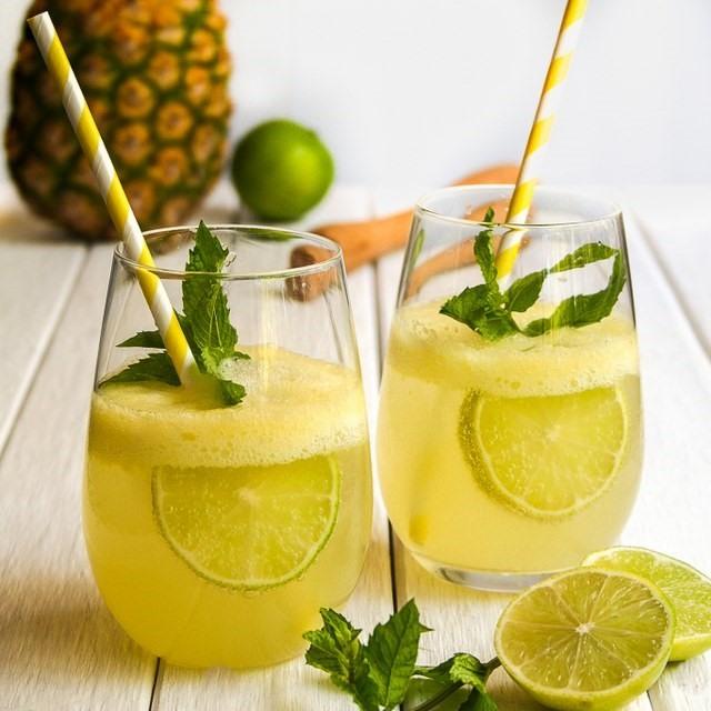 Nước dừa dứa - uống gì để giảm mỡ bụng dưới