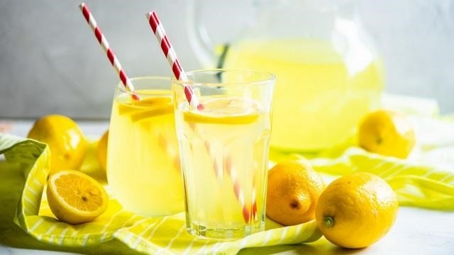 nước chanh và siro cây phong - uống gì để giảm mỡ bụng dưới