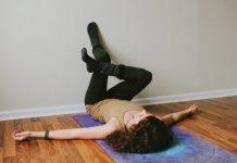 Bài tập gác chân lên tường giảm mỡ bụng 3 - Gác chân lên tường hình chữ ngũ