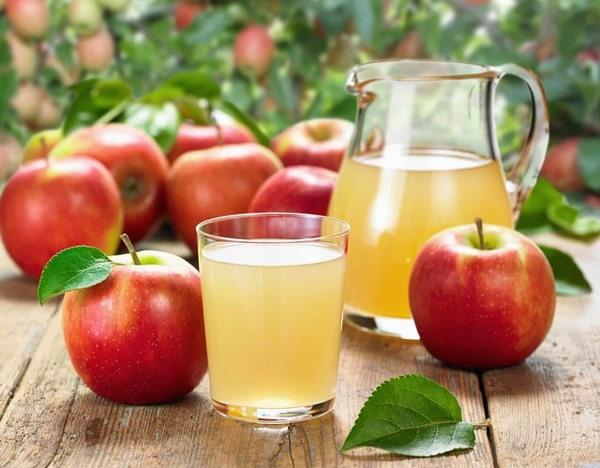 Bạn cũng có thể chọn nước ép táo để uống trong thực đơn giảm mỡ bụng