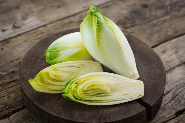 Bạn có biết rau diếp xoăn của Pháp có tác dụng giảm mỡ bụng?