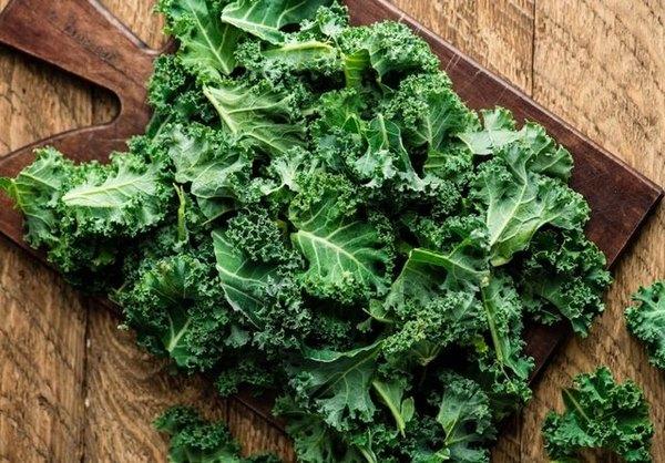 Rau cải xoăn cũng là một lựa chọn phổ biến trong thực đơn giảm mỡ bụng