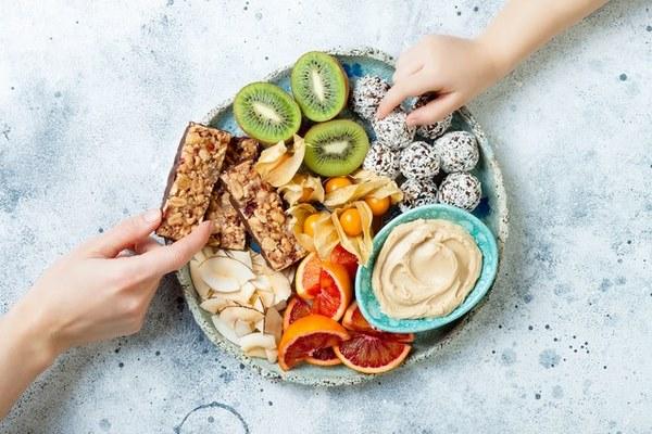 Thay thế những món ăn vặt không tốt bằng những món ăn nhẹ tốt cho sức khỏe nhé