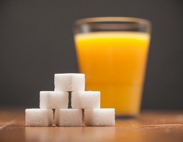 Uống nước cam giảm mỡ bụng ít hiệu quả vì lượng đường fructose nhiều có trong loại đồ uống này