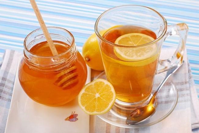 Cách pha chế nước chanh mật ong ấm giảm cân