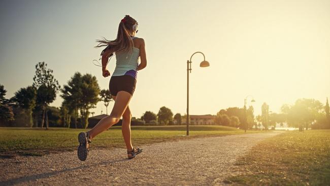 Chạy bộ là bài tập vận động tiêu hao năng lượng cực lớn, giúp giảm cân hiệu quả