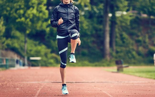 Chạy nâng cao đầu gối có khả năng đốt cháy mỡ thừa cao hơn
