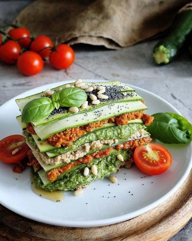 Chế độ ăn kiêng giảm cân Raw Food sử dụng chủ yếu thực phẩm sống từ rau quả và hạt