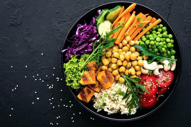 Chế độ giảm cân Pegan chú trọng vào rau xanh và trái cây