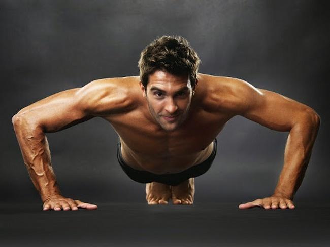 Chống đẩy là bài tập Gym giảm cân nam phổ biến được nhiều người ưa chuộng