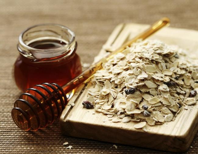 Công thức làm sạch da bằng mật ong và bột yến mạch