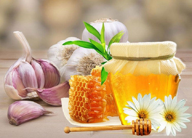 Mặt nạ tỏi với mật ong