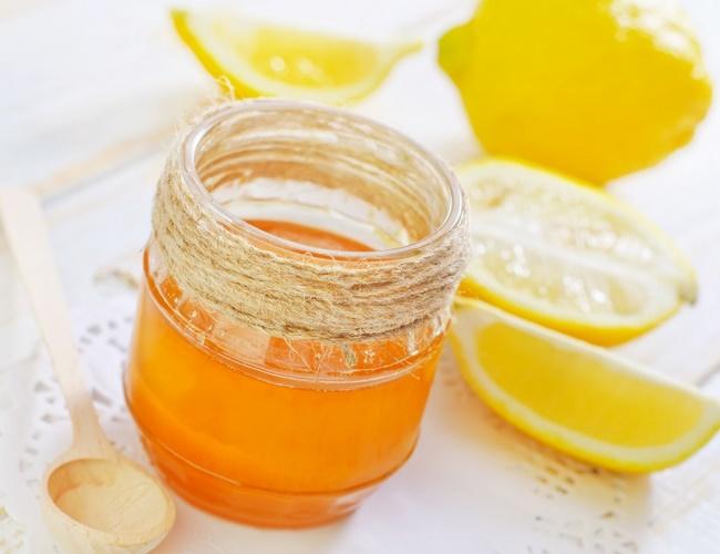 Điều trị mụn đầu đen hiệu quả bằng chanh mật ong
