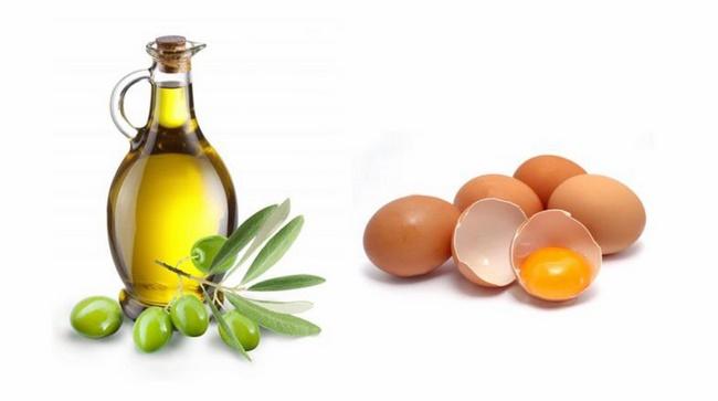 Kết hợp lòng đỏ trứng gà với dầu oliu