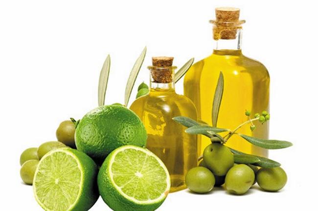 Kết hợp chanh với dầu oliu trở thành hỗn hợp tuyệt vời để trị mụn đầu đen