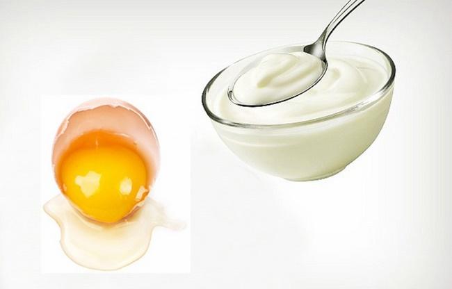 Lòng đỏ trứng gà với sữa chua không đường