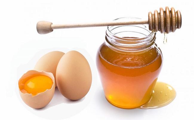 Mặt nạ lòng đỏ trứng gà với mật ong