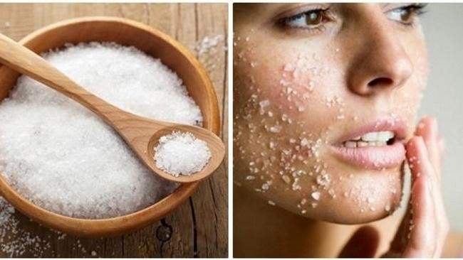 Massage mặt bằng muối loại bỏ da chết và giảm mỡ mặt hiệu quả