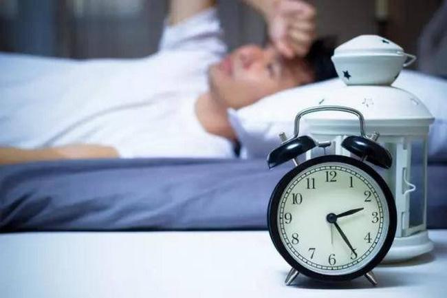 Ngủ thiếu giấc khiến cơ bắp mệt mỏi không đủ thời gian phục hồi