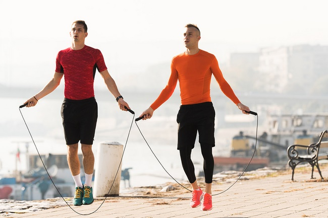 Nhảy dây là bài tập gym giảm cân nam toàn thân khá hoàn hảo