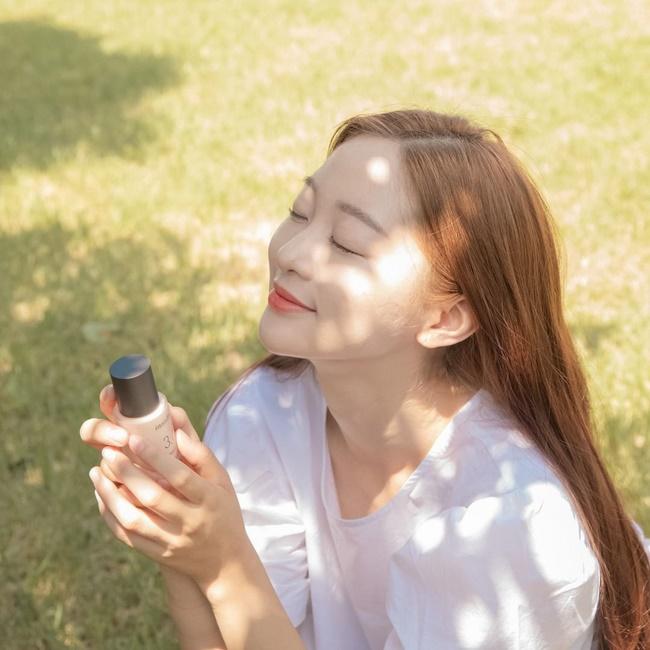 Sử dụng kem chống nắng, và che chắn cẩn thận trước khi da đường