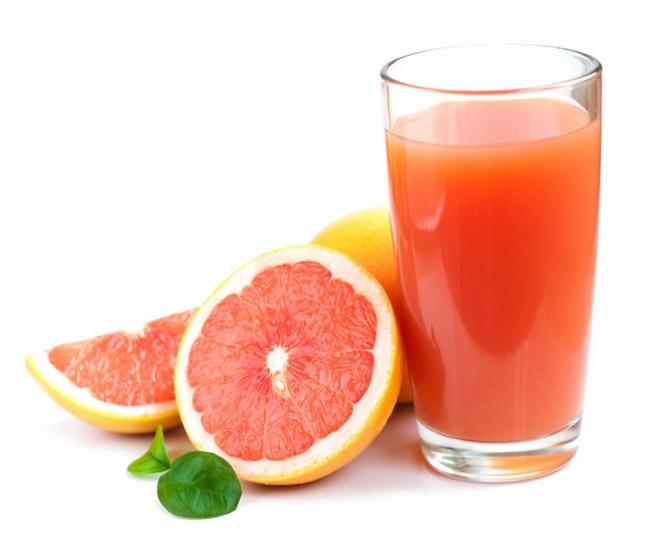 Uống nước ép bưởi nguyên chất giúp giảm mỡ thừa