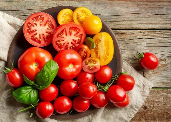 Ăn cà chua chứa nhiều chất xơ giúp tạo cảm giác no lâu, thúc đẩy quá trình đào thải độc tố nhanh chóng