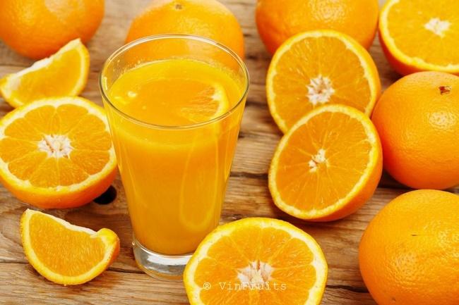 Ăn cam sẽ bổ sung lượng lớn vitamin C giúp làm chậm sự hình thành lão hóa