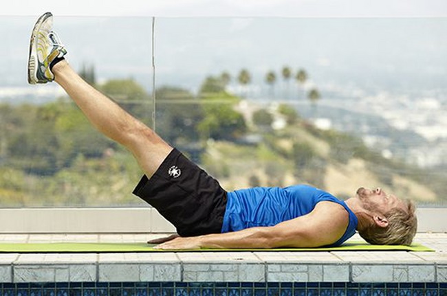 Bài tập nâng và hạ chân giảm mỡ 2 bên hông cho nam