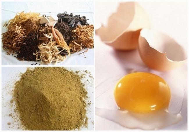 Bột thuốc bắc với lòng trắng trứng gà tạo thành mặt nạ dưỡng trắng da hiệu quả
