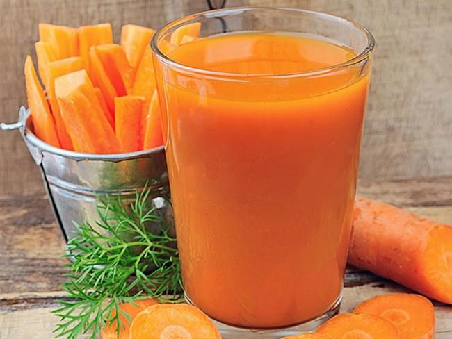Cà rốt chứa nhiều nước và vitamin cải thiện miễn dịch cho làn môi