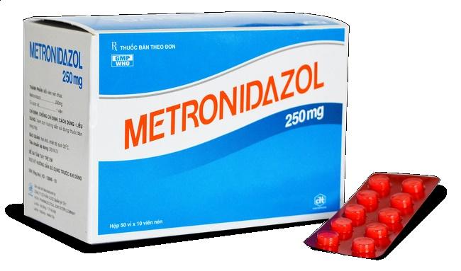 Có thể thoa thuốc Metronidazole vệ sinh da, chống viêm và tiêu diệt khuẩn hiệu quả