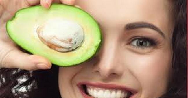 Đắp mặt bơ trị mụn thường xuyên không tốt cho làn da