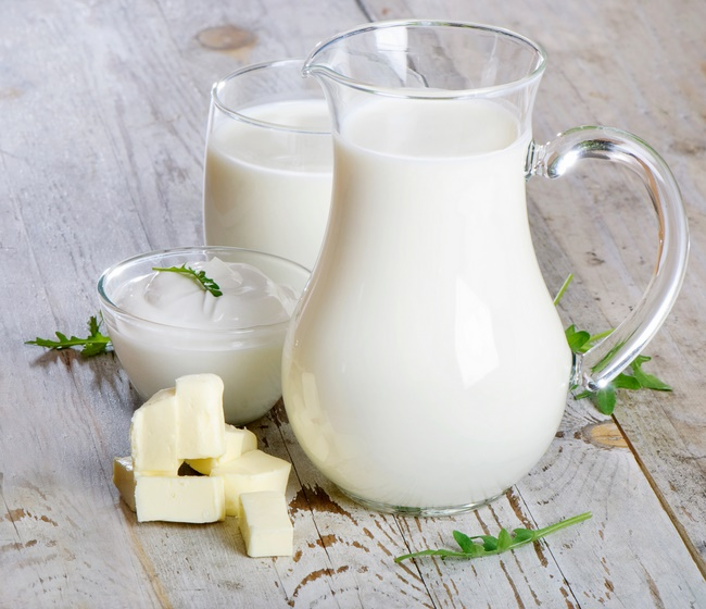Đắp mặt nạ sữa tươi không đường hay sữa chua đều có công dụng dưỡng da ngang nhau