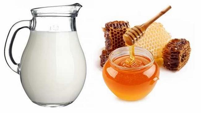 Điều trị mụn thâm bằng mật ong và sữa tươi không đường