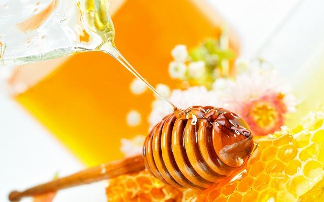 Loại bỏ mụn thịt bằng mật ong nguyên chất