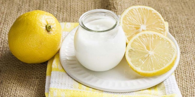 Mặt nạ dưỡng trắng da thuốc bắc với sữa chua và chanh tươi