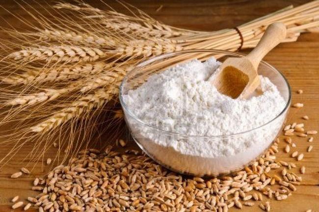 Nước vo gạo với bột mì cấp ẩm và làm trắng da tốt
