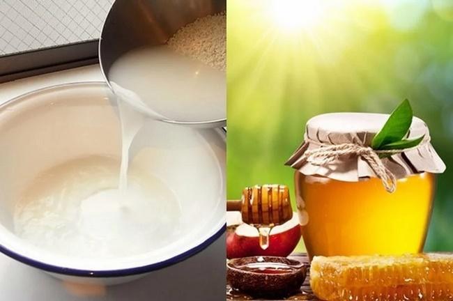 Nước vo gạo với mật ong rất tốt cho việc làm sáng và dưỡng ẩm da