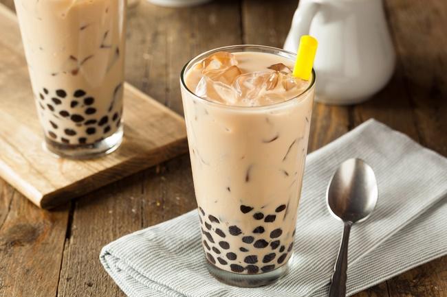 Phun xăm môi có được uống trà sữa không?