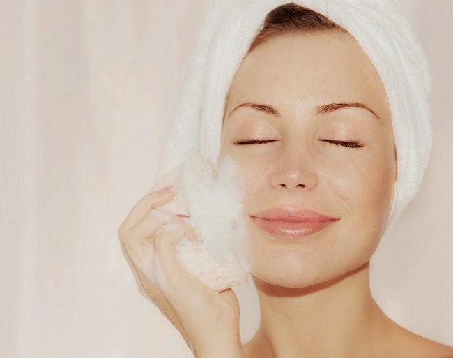 Rửa mặt bằng sữa tươi không đường hàng ngày rất tốt cho da
