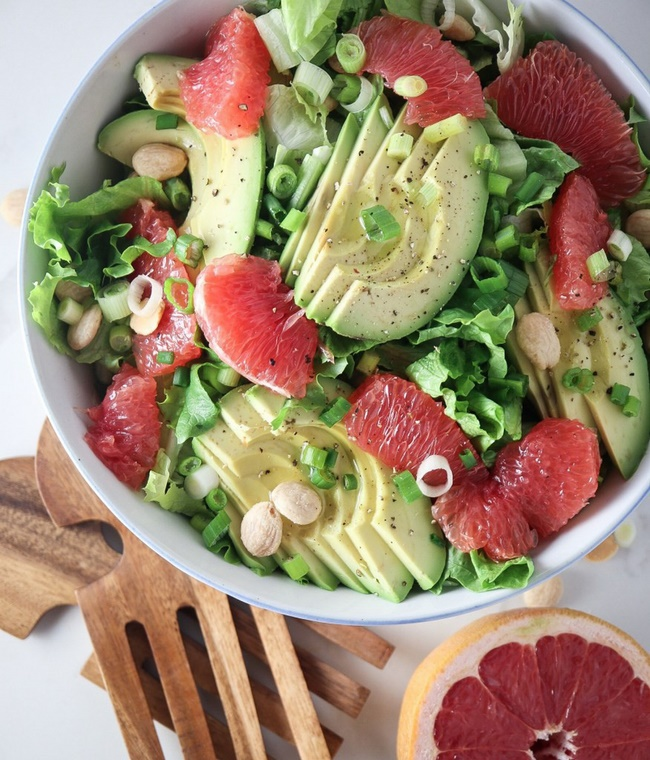 Salad bưởi với bơ giảm mỡ bụng làm đẹp da