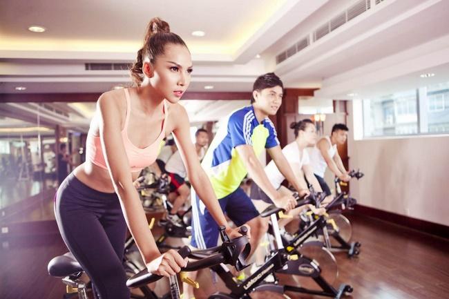 Tập thể dục đốt cháy năng lượng dư thừa nhanh chóng, giúp giảm cân hiệu quả