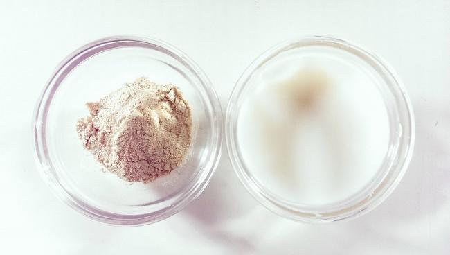 Làm sạch da bằng sữa tươi không đường và cám gạo