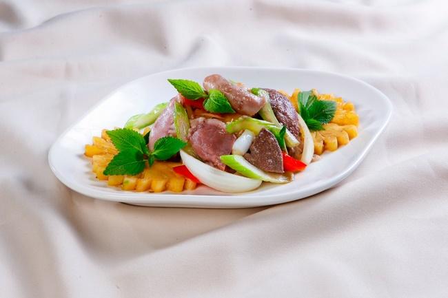 Thêm dứa vào các món ăn xào tăng thêm hương vị cho món ăn