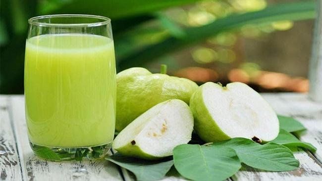 Uống nước ép ổi giảm cân